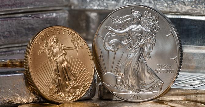 Đồng USD trượt dài, giá vàng phá đỉnh 4 tháng