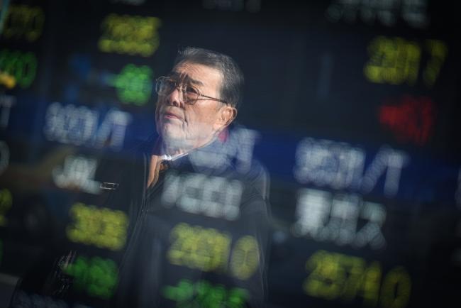 Thị trường tiếp tục giảm, Trung Quốc 'thua đậm'