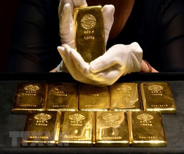 Giá vàng thế giới giảm nhẹ trong bối cảnh lãi suất có thể tăng tại Mỹ