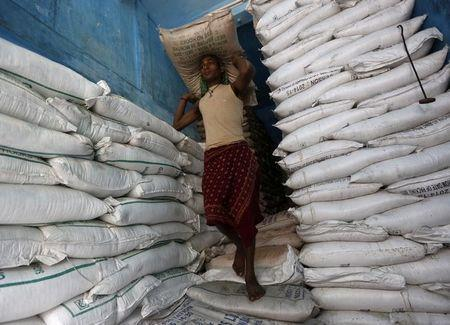 Giá đường rẻ, các nhà máy Ấn Độ nợ nông dân 2,14 tỷ USD tiền mía