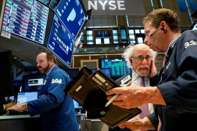 Dow Jones giảm 38 điểm trong khi S&P 500 và Nasdaq tăng