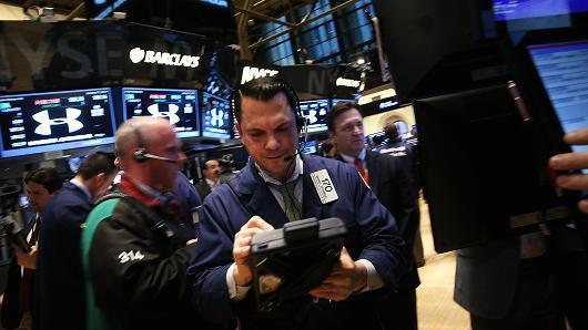 """Chứng khoán Mỹ giảm điểm do cổ phiếu nhóm công nghệ """"nhuộm đỏ"""""""