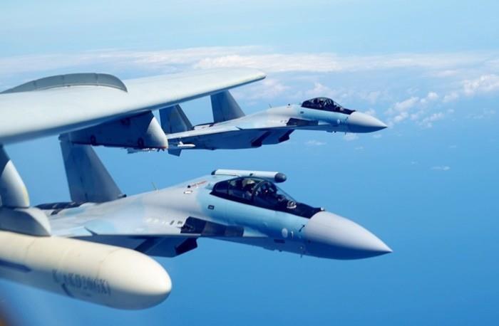 Oanh tạc cơ H-6K Trung Quốc ngang nhiên bay ở Hoàng Sa