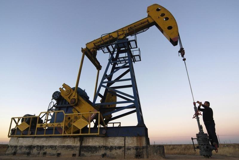 USD tăng giá, OPEC sắp họp, dầu WTI, Brent biến động trái chiều