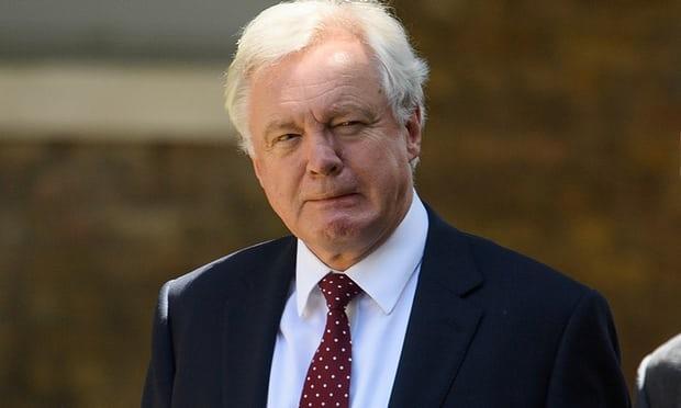 Chính phủ Anh rơi vào khủng hoảng khi Bộ trưởng Brexit từ chức