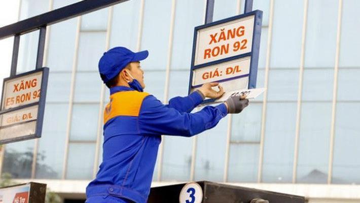 Bộ Công Thương đề nghị không tăng ngay 1.000 đồng thuế BVMT xăng dầu từ 1/10