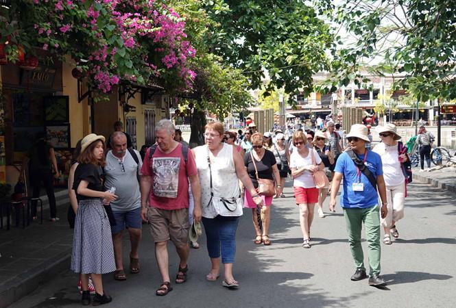Hơn 9 triệu khách quốc tế đến Việt Nam trong 7 tháng
