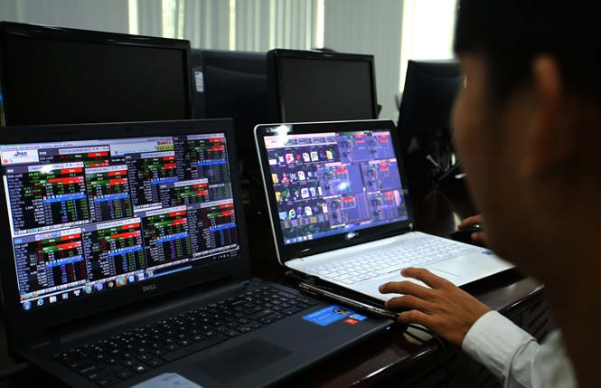 VN-Index sụt giảm, lợi nhuận sở giao dịch chứng khoán vẫn tăng