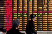 Đối mặt nguy cơ bị Mỹ áp thuế, chứng khoán Trung Quốc chạm đáy 4 năm