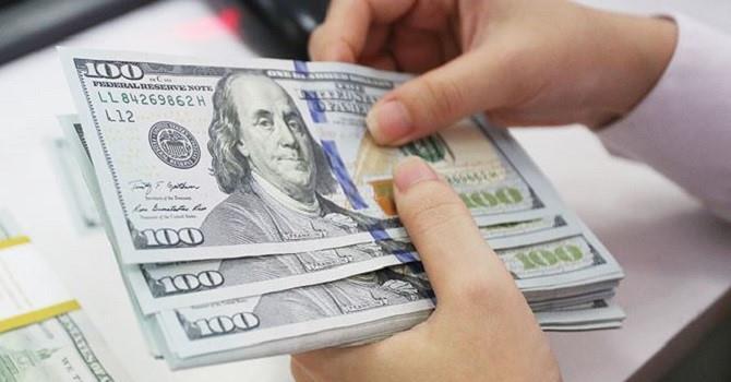 Các ngân hàng giảm giá mua vào, tăng giá bán ra USD