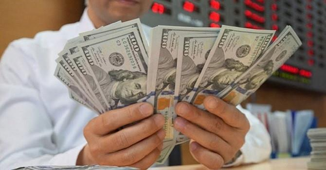 Tỷ giá trung tâm lập đỉnh mới, giá USD tại các ngân hàng giảm mạnh