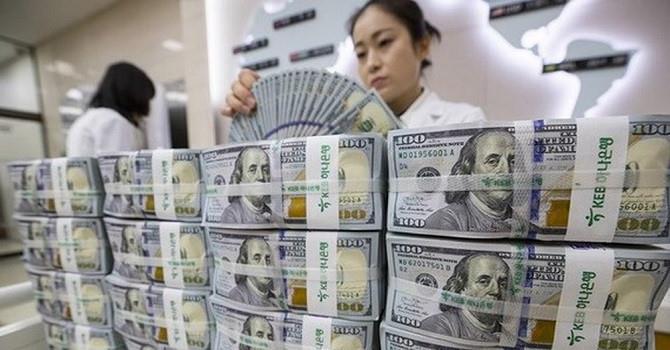 Tỷ giá trung tâm leo đỉnh, giá USD tại các ngân hàng bật tăng