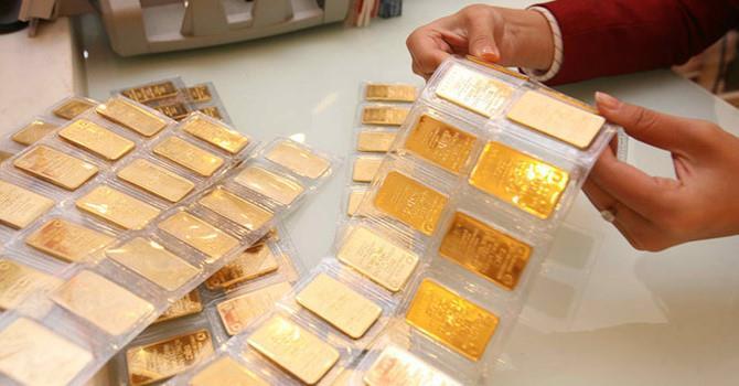 Giá vàng trong nước tiếp tục giảm sâu, đắt hơn vàng thế giới 1,5 triệu đồng/lượng