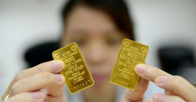 Giá vàng tiếp tục chìm sâu, xuyên thủng đáy hơn 11 tháng