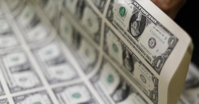 Tỷ giá trung tâm bật tăng mạnh, các ngân hàng vẫn giảm giá USD