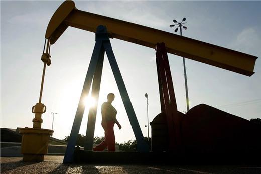 Iran cho biết có rạn nứt trong OPEC, giá dầu giảm nhẹ