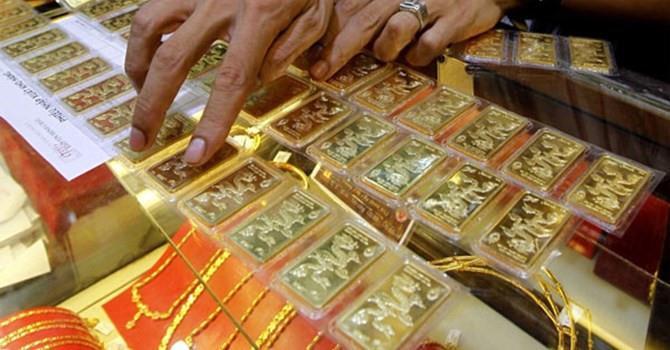"""Giá vàng SJC """"dậm chân tại chỗ"""" bất chấp vàng thế giới lên đỉnh 2 tuần"""