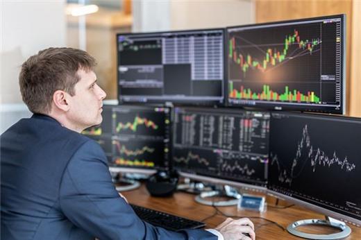 Ngày 18/2: Khối ngoại sàn HoSE bán ròng trở lại 12 tỷ đồng, CCQ ETF nội vẫn được gom mạnh
