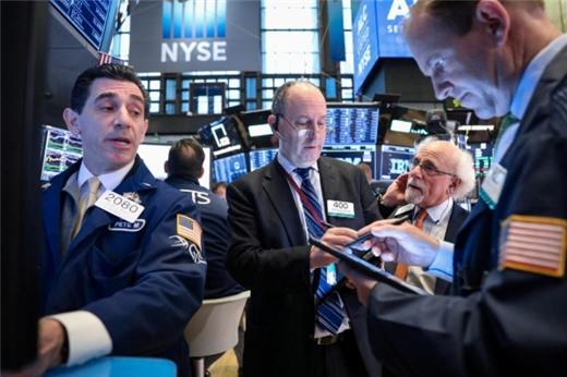 Lợi nhuận ngành ngân hàng diễn biến xấu, Phố Wall giảm điểm