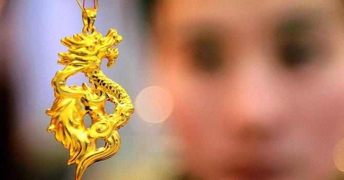 Giá vàng sụt sâu xuống dưới mức 1.300 USD/ounce
