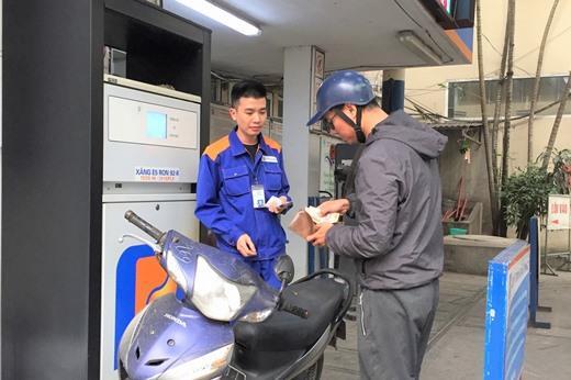 Giá xăng tiếp tục tăng hơn 1.100 đồng/lít