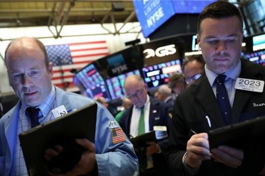 Cổ phiếu y tế lao dốc, Phố Wall giảm điểm