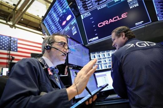 Lợi nhuận nhiều công ty vượt kỳ vọng, Nasdaq, S&P 500 đóng cửa cao kỷ lục