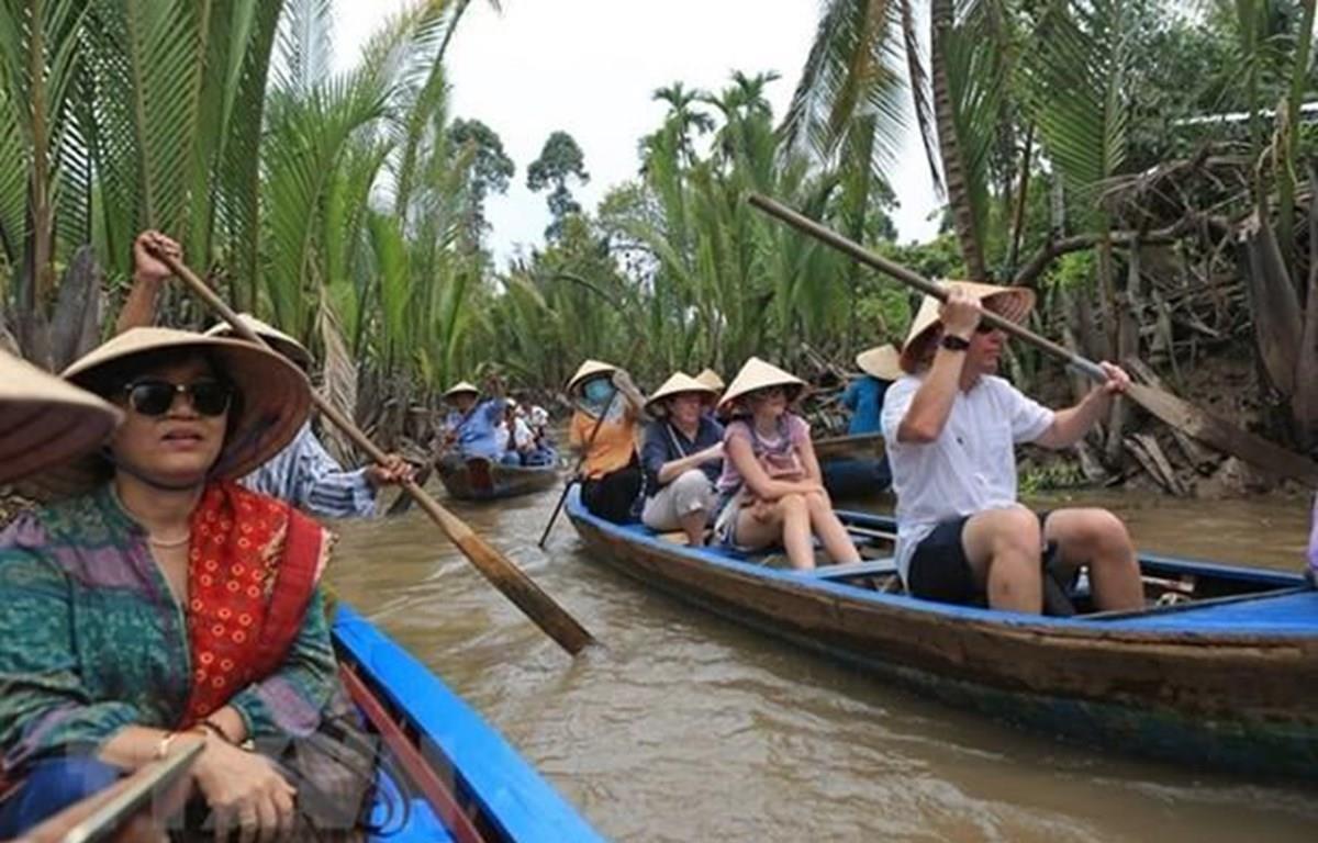 Phát triển ngành du lịch Việt Nam: Cần chọn lọc để bền vững