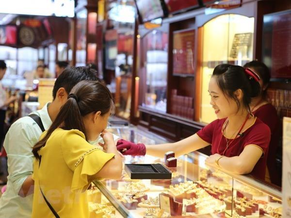 Tỷ giá trung tâm giảm giảm 6 đồng, vàng trong nước tiếp tục tăng