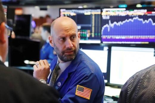 Nhà đầu tư thận trọng trước khi Fed họp, Phố Wall giảm điểm