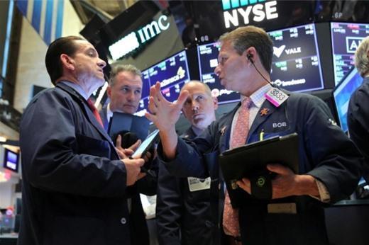 Phố Wall tăng điểm, S&P 500 lập đỉnh mới nhờ kỳ vọng Fed hạ lãi suất
