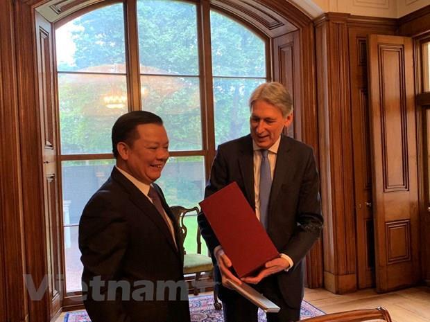 Việt Nam tăng cường hợp tác tài chính với Vương quốc Anh