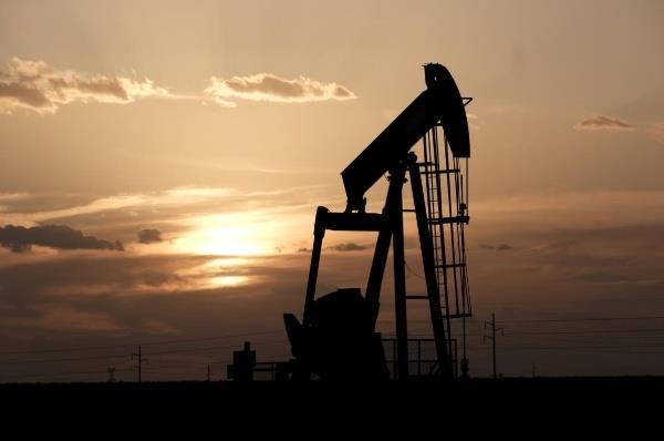 Bất ổn thương mại khiến giá dầu mất hơn 1%