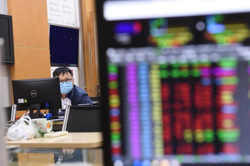 Khối ngoại tiếp tục bán ròng hơn 126 tỷ đồng, 'xả' mạnh HPG