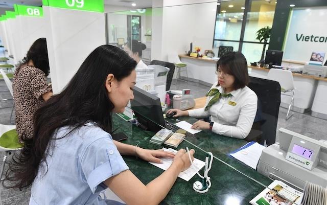 'Cú bồi' Covid-19, doanh nghiệp muốn ngân hàng cắt giảm lãi suất thực chất